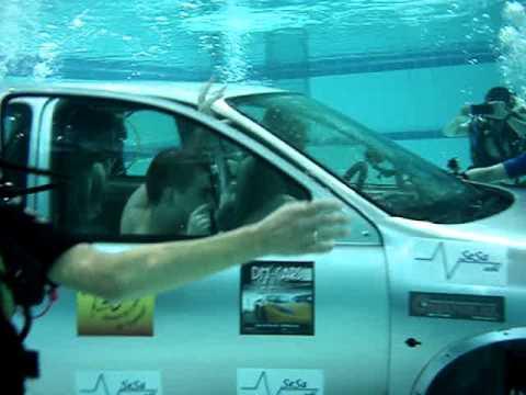 Journ e voiture l 39 eau la piscine de mons 3 youtube for Piscine de mons grand large