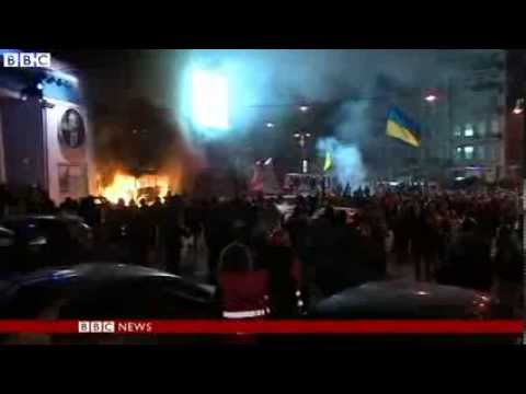 Ukraine protests Clashes as thousands defy protest law in Kiev