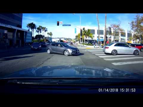 Car Blocks Emergency Vehicle and the Intersection In Los Angeles