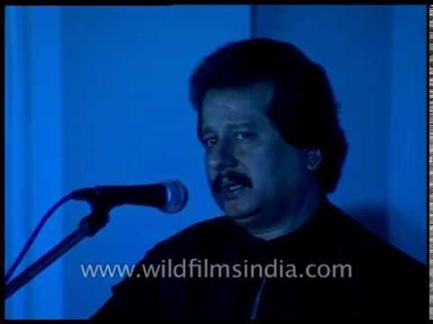 Pankaj Udhas sings 'Deewaron se milkar Rona'
