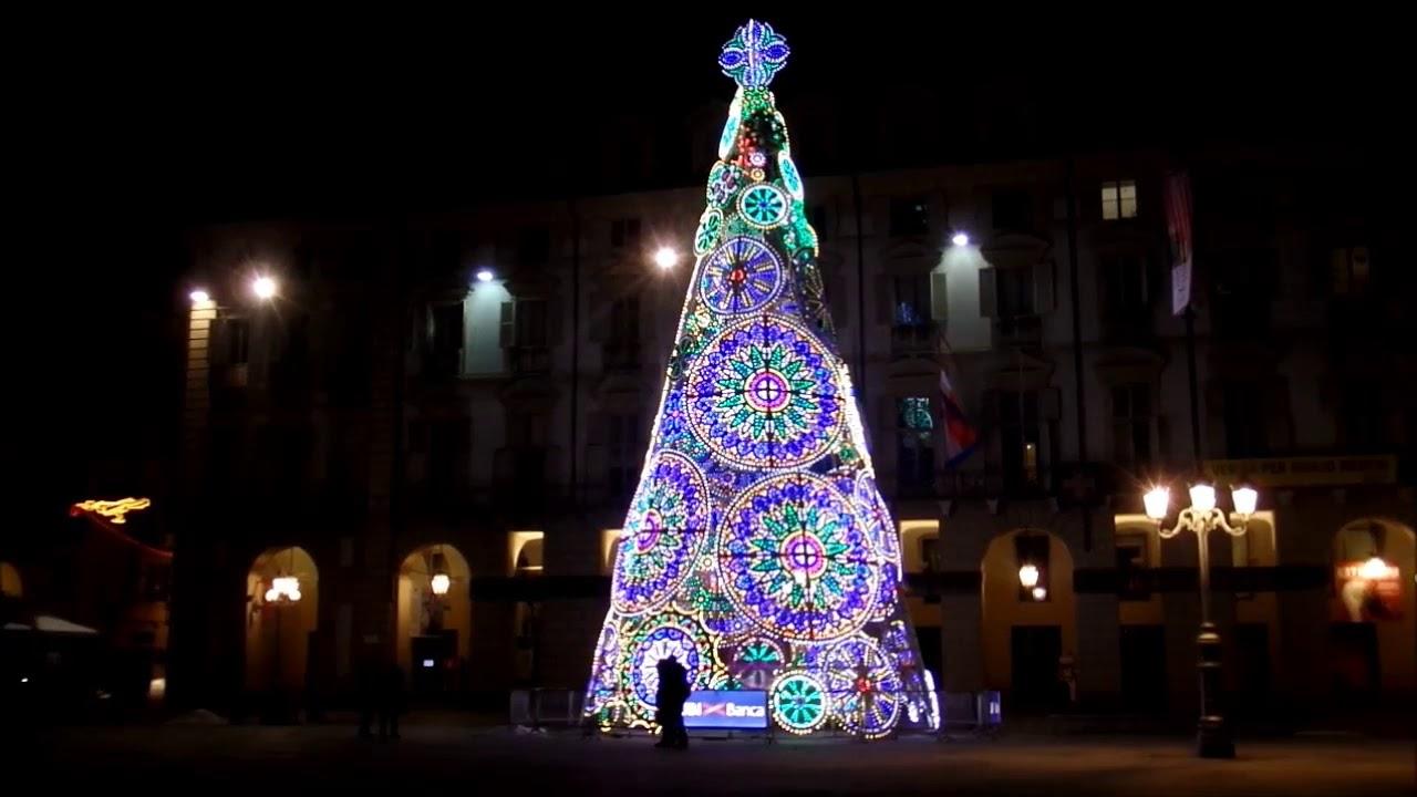 Albero Di Natale A Torino.Albero Di Natale In Piazza Castello A Torino Youtube