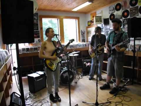 Ilia Nicoll and the Hot Toddies Live at Fred's Records 1