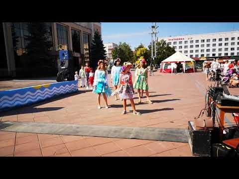 Мода на площади Новополоцк