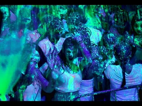 Paint Glow Black Light Party Mondial - Third Edition - YouTube