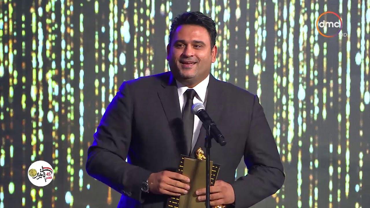 """جائزة السينما العربية لأفضل ممثل كوميدي يقدمها الفنان """"بيومي فؤاد"""" للفنان """"أكرم حسني&"""