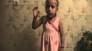 Гимн России в исполнении четырехлетней девочки)