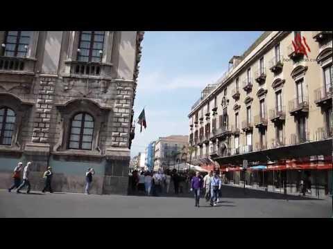 Catania, Sicilia, En La Plaza Del Duomo