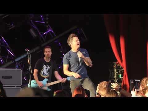 SIMPLE PLAN LIVE ST EPCOT 2018 ..... Addicted
