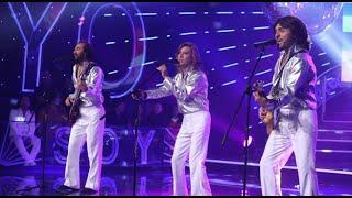 """Los Bee Gees pusieron a bailar a todos con el tema """"You Should be dancing"""""""