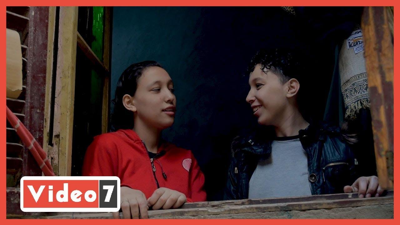 صورة فيديو : توأم لقمة العيش.. وعد وشهد أجدع بنتين في العالم داخل ورشة استانلس