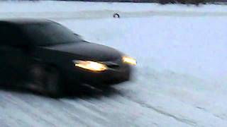 видео Пускаем автомобиль в контролируемый занос