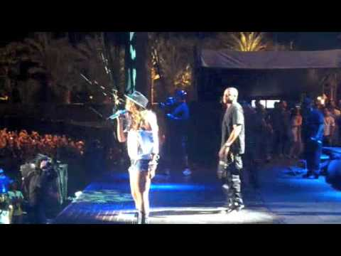 "Jay - Z & Beyonce performs ""Young Forever"" @ Coachella"