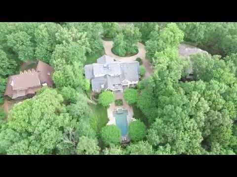 Tranquil Suburban Home with English Gardens in Atlanta, Georgia