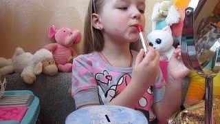 БОЕВОЙ РАСКРАС. Урок макияжа. Добралась до маминой косметики. Видео для детей.