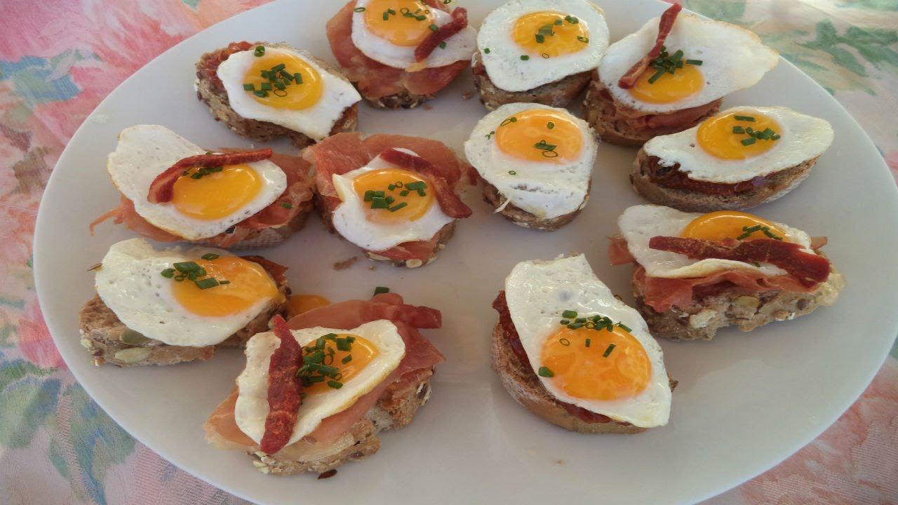Canap s con crujiente de jam n y huevos de codorniz - Como hacer un canape ...