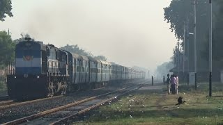 INDIAN RAILWAYS : RAMPANT VATVA WDM-3D WITH KOCHUVELI BHAVNAGAR EXPRESS : EARLY MORNING CAPTURE