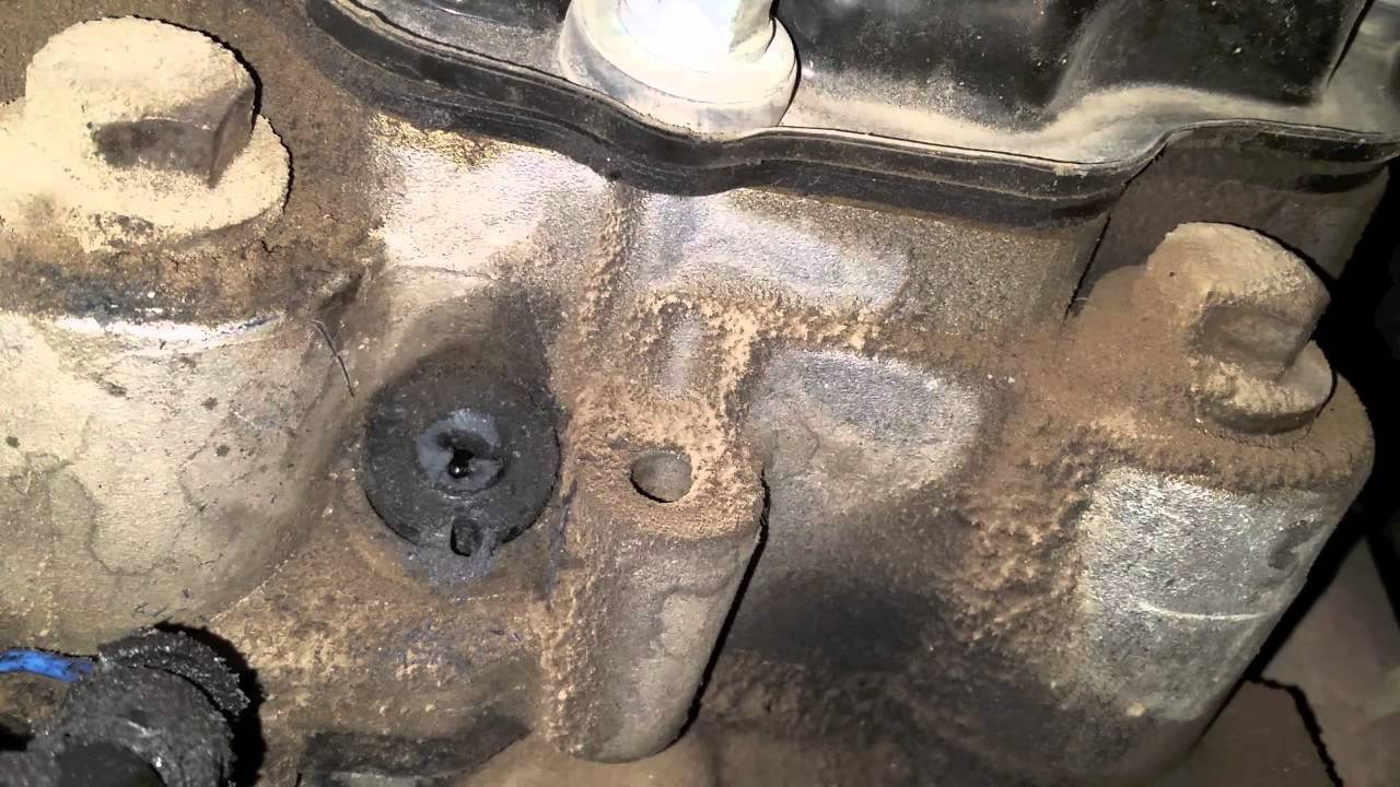 removing a broken glow plug connector and wire on the 6 0 powerstroke [ 1280 x 720 Pixel ]