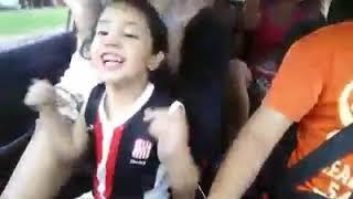 Niña canta canción de (San Martín de tucuman)