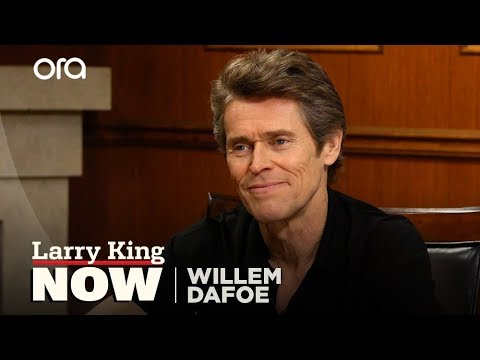 Willem Dafoe relives shooting his epic 'Platoon' death scene | Larry King Now | Ora.TV