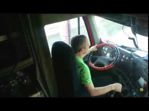 видео: Как переключать передачи на freightliner . Везем кашу  в Челябинск freightliner