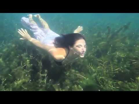 Black Swan (Lesbian scene) from YouTube · Duration:  1 minutes 55 seconds
