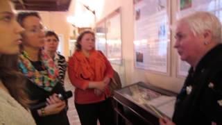 УРОКИ ЖОНГЛИРОВАНИЯ БУЛЫЖНИКАМИ в музее гигиены
