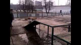 Собака в грязи валяка!!!.3gp