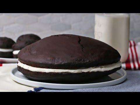 Giant Whoopie Pie Cake • Tasty
