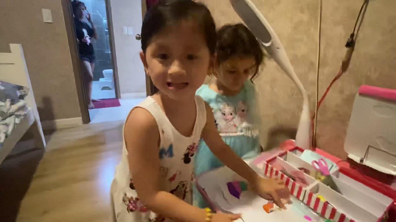 Kiến vẽ tranh làm đồ chơi tặng victor