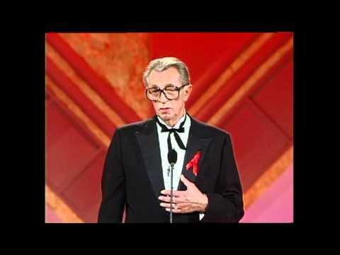 Robert Mitchum accepts Cecil B. DeMille Award Golden Globes 1992