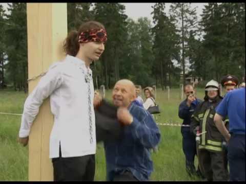 Видео женщина привизала мущину к сталбу и раздела фото 396-292