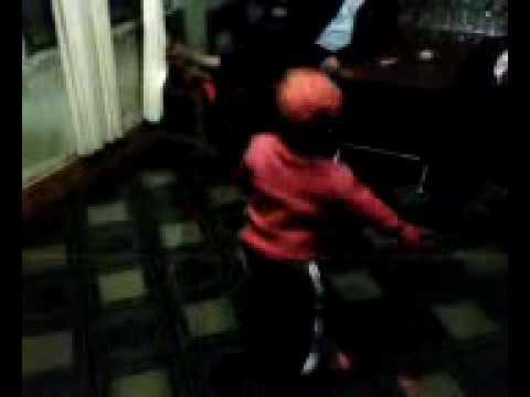 Cu bi 2 tuổi - thần tài Hiphop