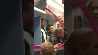 Dialog między Arabem a Polakiem w metrze, spowodowany próba ukradzenia Polakowi portfela.