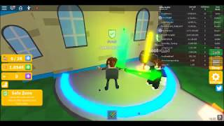 Thicc boi plays roblox light saber if thats the game name