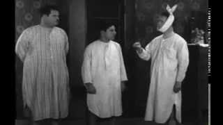 Slapstick clips - Leave 'Em Laughing (1928)