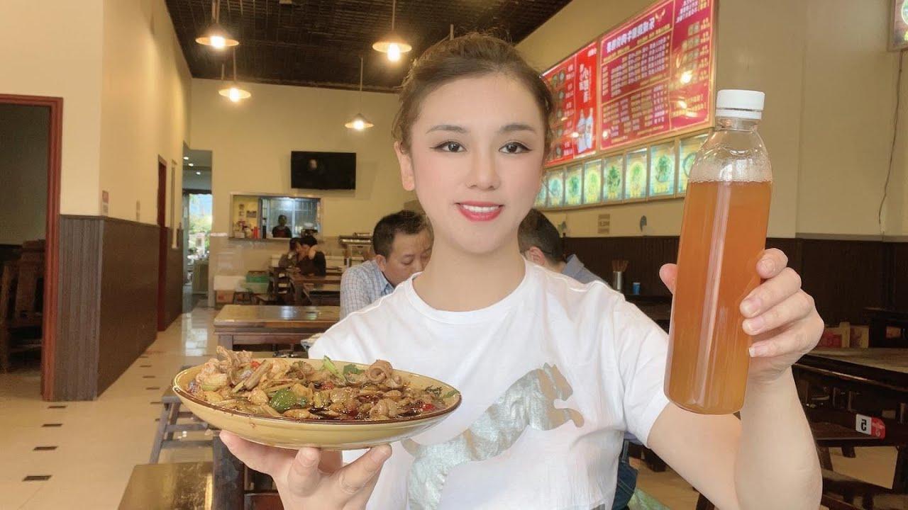 背包旅行来到杭州,东北美女用10元钱,在两家大店吃了三样主打菜,这就是本事!【莹莹】