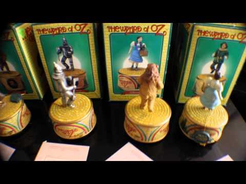 WIZARD OF OZ SET OF FOUR MUSIC BOXES BY ENESCO Dorthy Tin Man Lion Scarecrow