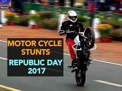 Motor cycle stunts at Republic Day parade 2017 | AMAZING HD VIDEO