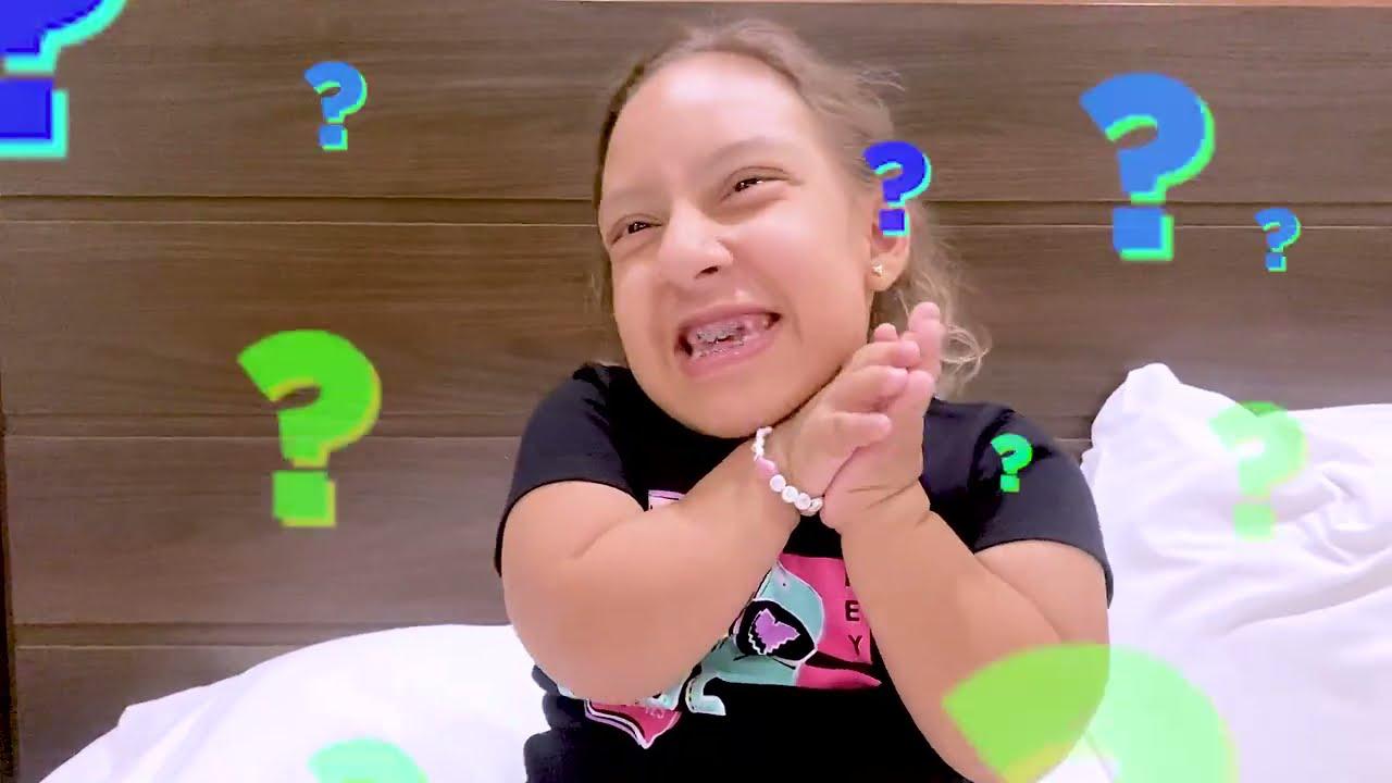 Maria Clara quer ser GRANDE para ir no SHOPPING SOZINHA | kids wants to be taller - MC Divertida