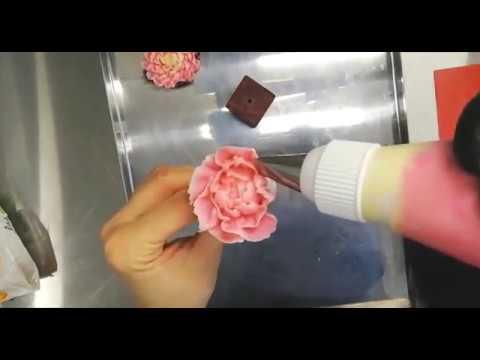 Делаем цветы и оформляем торт. Пионы. Делаем торт на заказ.
