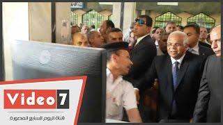 وزير النقل يتفقد منافذ بيع التذاكر فى محطة مصر
