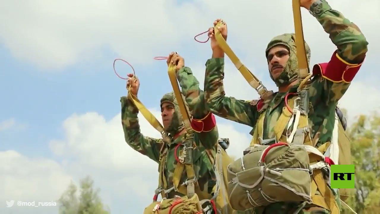 شاهد.. الجيش الروسي يجهز جنود الجيش المصري للقفز من الطائرة