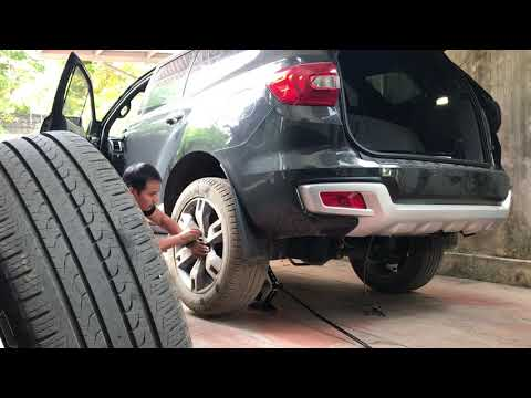 Thay lốp dự phòng xe ford everest