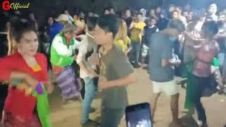 Terbaru bikin heboh masyarakat joget hot bebas dicium, dipeluk #lombok bergoyang