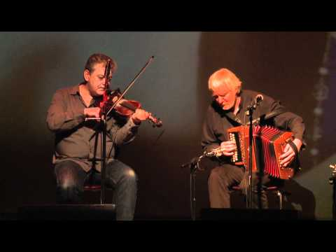 The Máirtín O'Connor Band plays the Inagh Valley set: Traditional Irish Music from LiveTrad.com