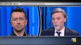 """Referendum trivelle, Scanzi a Delrio: """"Si astiene come Renzi?"""". E il ministro balbetta"""