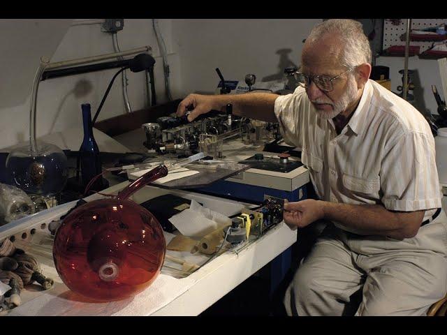 Ed Kirshner, pionero del uso del plasma en el vidrio.