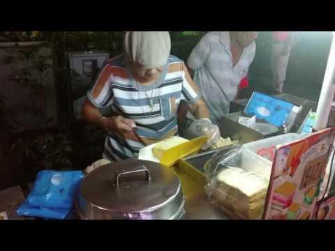 Singapore Ice Cream Sandwich Making