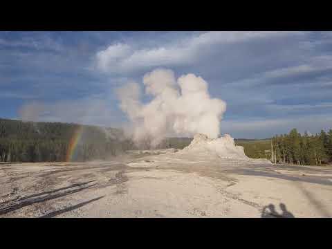옐로스톤국립공원 간헐천과 무지개 Yellowstone national park geyser and rainbow