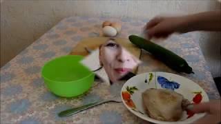 Очень простой рецепт салата ( курочка+огурец+омлет+лук). БЫСТРО И ВКУСНО!